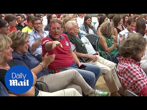 Tennis Fans In Brindisi Watch All-Italian US Open Final - Daily Mail