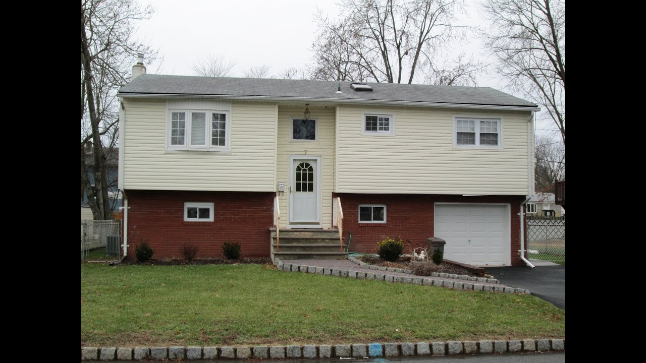 3 bedroom single family house in lake hiawatha nj for for 1 bedroom homes for rent