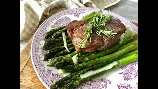PAN-SEARED FILET MIGNON WITH SAUTEED ASPARAGUS