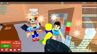 Plaga de invitados en la escuela en Roblox y ser atrapado