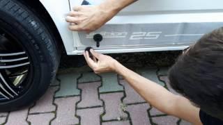 Naklejanie pasów bocznych na samochód VW transporter T5 edition 25