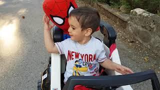 Spiderman Ve Berat Akülü Araba İle Parka Gidiyor