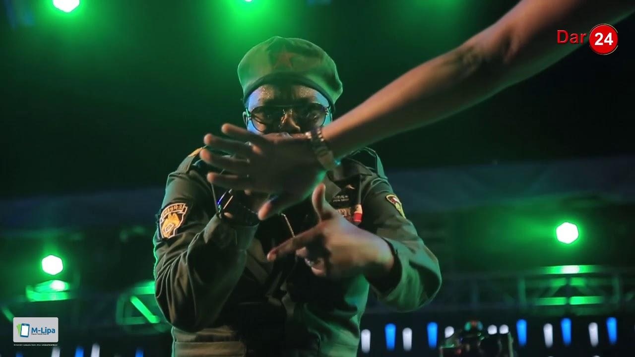 Download Mwana FA ampa misifa AY kwa kuimba haraka   Habari ndio hiyo