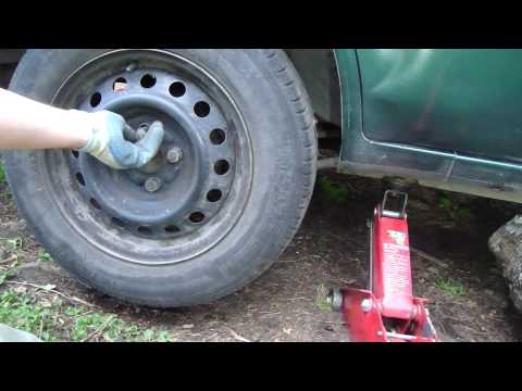 How to change tyre of Toyota Corolla