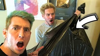 WHAT'S INSIDE THIS BAG?!
