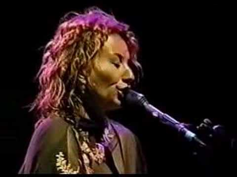 Tori Amos-Jones Beach-Sept.1.1999-Tear In Your Hand