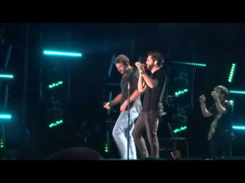 "Brett Eldredge And Thomas Rhett Sing ""You Can't Stop Me"" Live At CMA Fest"