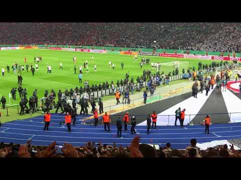 VERSUCHTER PLATZSTURM der Frankfurt Fans - entscheidener VIDEOBEWEIS - und das Tor zum 3:1 in einem