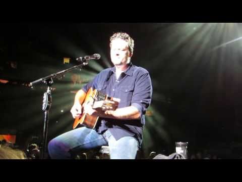 "Blake Shelton ""Over You"" Live @ Madison Square Garden"