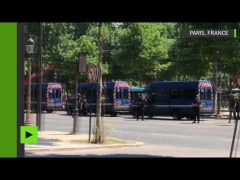 Le chauffeur de la voiture qui a causé l'incident sur les Champs-Elysées a été arrêté