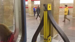 едем в метро от Гражданского проспекта до Парка Победы СПб