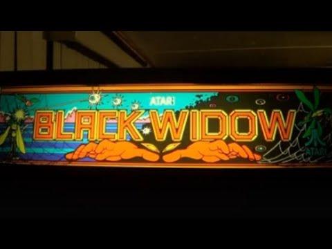 BLACK WIDOW ARCADE VIDEO GAME - BY ATARI 1982