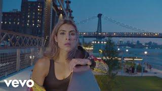 Смотреть клип María León - Inquebrantable