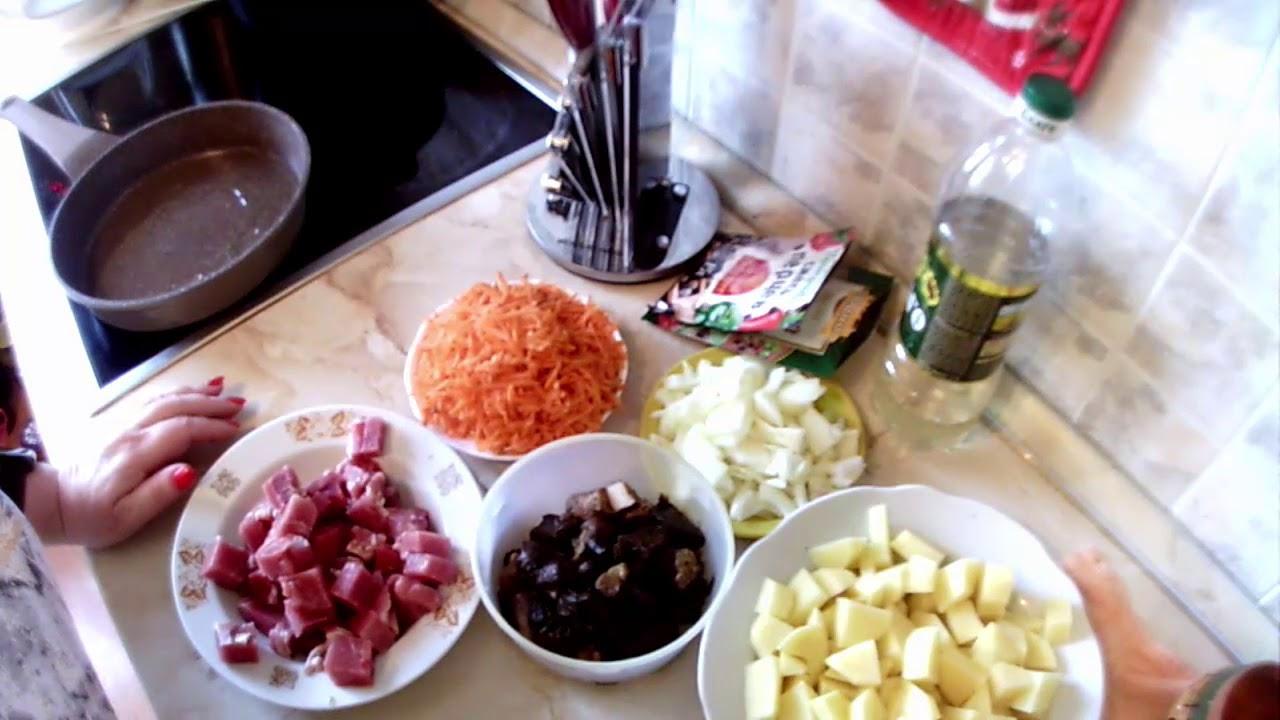 Жаркое в горшочках из картофеля, грибов и мяса.
