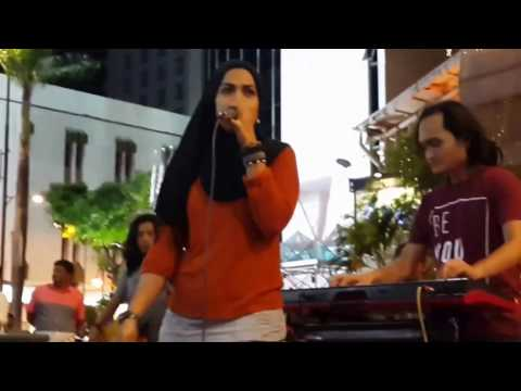 aku penghibur-Zila feat kodots buskers cover jamal Abdillah