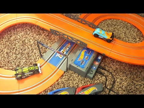 Hot Wheels Slot Car Track Set Beginner Level Figure 8 Electronic Light Up Fun