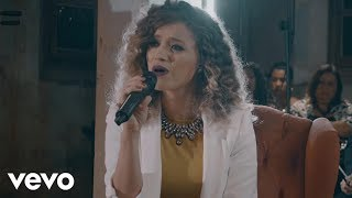 Смотреть клип Arianne - Primeiro Amor Ft. Priscilla Alcantara
