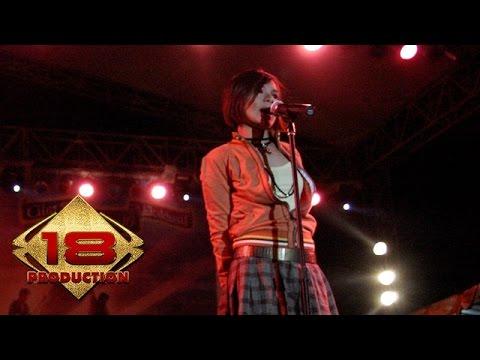 Tere - Aku Patut Membenci Dia (Live Konser Pamekasan Madura 5 November 2005)