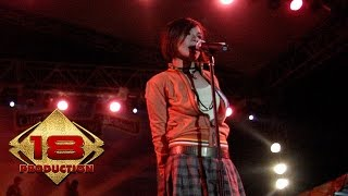 Download Tere - Aku Patut Membenci Dia (Live Konser Pamekasan Madura 5 November 2005)