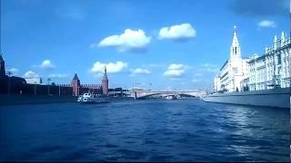 Кремлевская набережная. Вид со стороны Москвы-реки. Naberezhnaya. Москва. Кремль