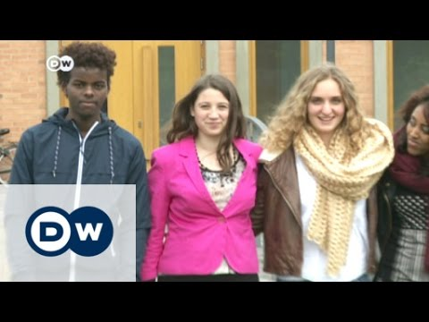 Berlin: 'Welcome Class' for young refugees | DW News