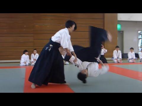 合気道】女子高校生の演武 Cute girls high school student Aikido ...
