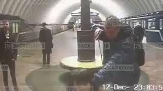СПБ - пьяный охраник метро стал антигероем сети.