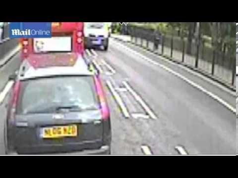CCTV: Mark Duggan stopped by police