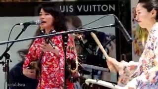 菜菜星は、沖縄出身の歌手・作詞作曲家・三線弾語りアーティストである...
