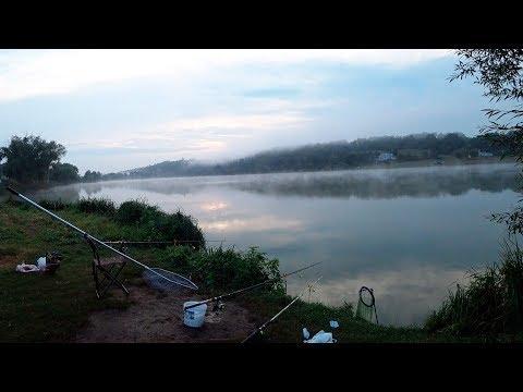 Ночная рыбалка летом после ливня - попал на жор карася