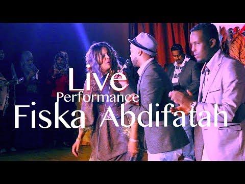 Farxiya Fiska iyo Abdifatah Yare anoo aroos kula gala Live Performance with Macaloow