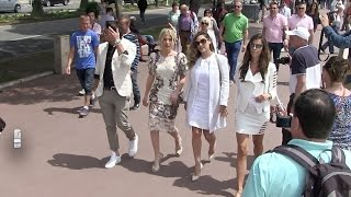 Kelly brook, hofit Golan and friends walking on the Croisette