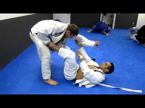 BJJ: Flow rolling with white belt