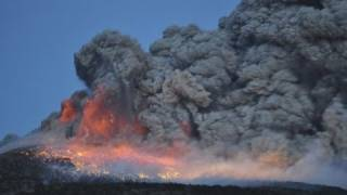 火山噴火の瞬間!新燃岳「噴出す火山弾」霧島連山  lightning japan mount Shinmoedake volcano