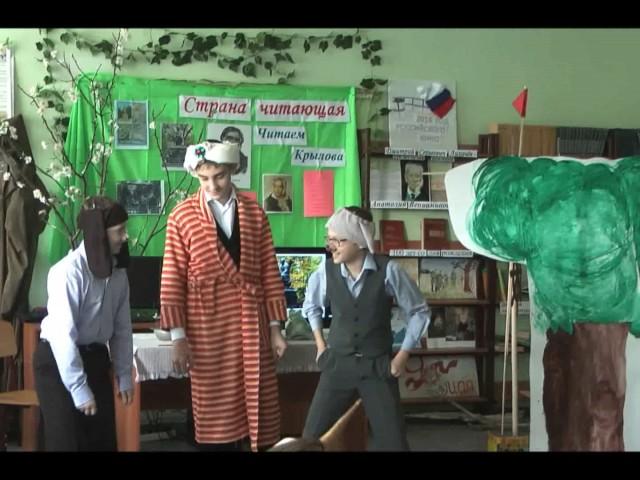 """Изображение предпросмотра прочтения – «Школьный театр """"Радость""""» читает произведение «Слон и Моська» И.А.Крылова"""