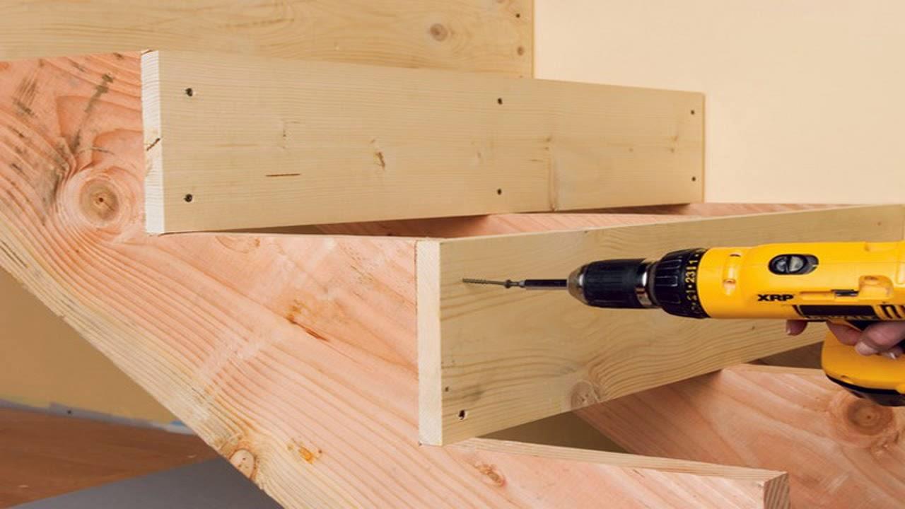 Scala a chiocciola in acciaio e gradini in legno youtube for Rivestire una scala in legno