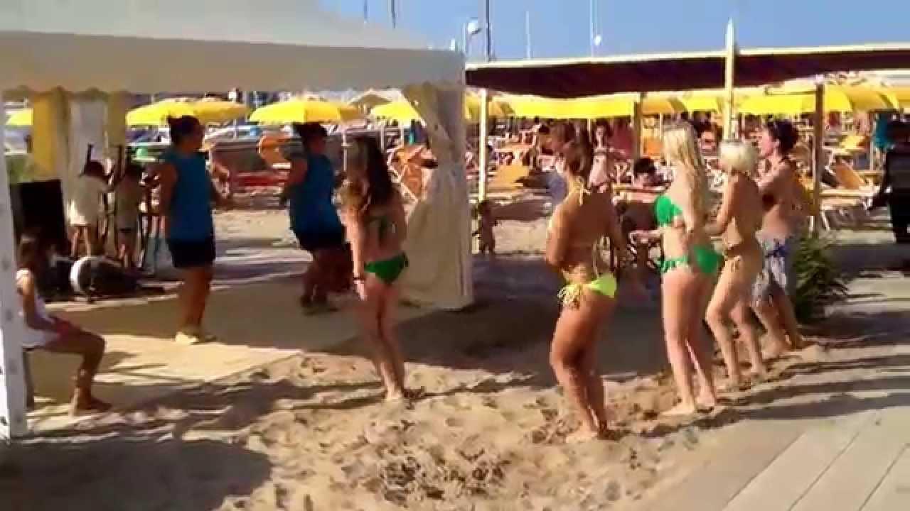 Zamba Spiaggia 90 Riccione Agosto - YouTube