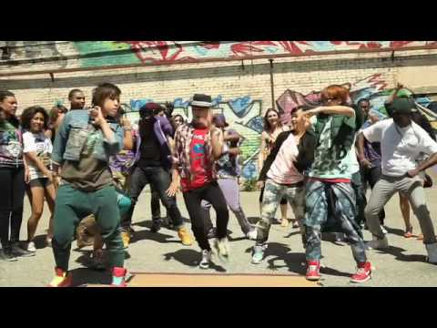 "Girls Dancing - Cali Swag District ""Teach Me How To Dougie ... Dougie Dance"