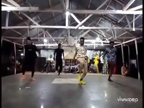 Download GwAnin maza back ground dance by ishaq kano