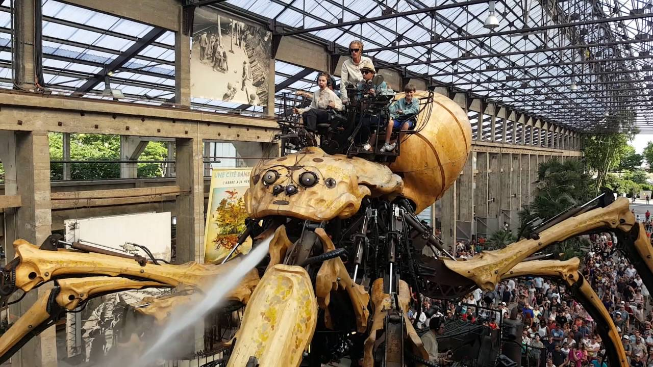 Huge spider in les machines d 39 ile in nantes france youtube - Les jardins d arcadie nantes ...