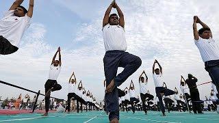 فيديو | شاهد كيف احتفل الهنود باليوم العالمي لليوجا