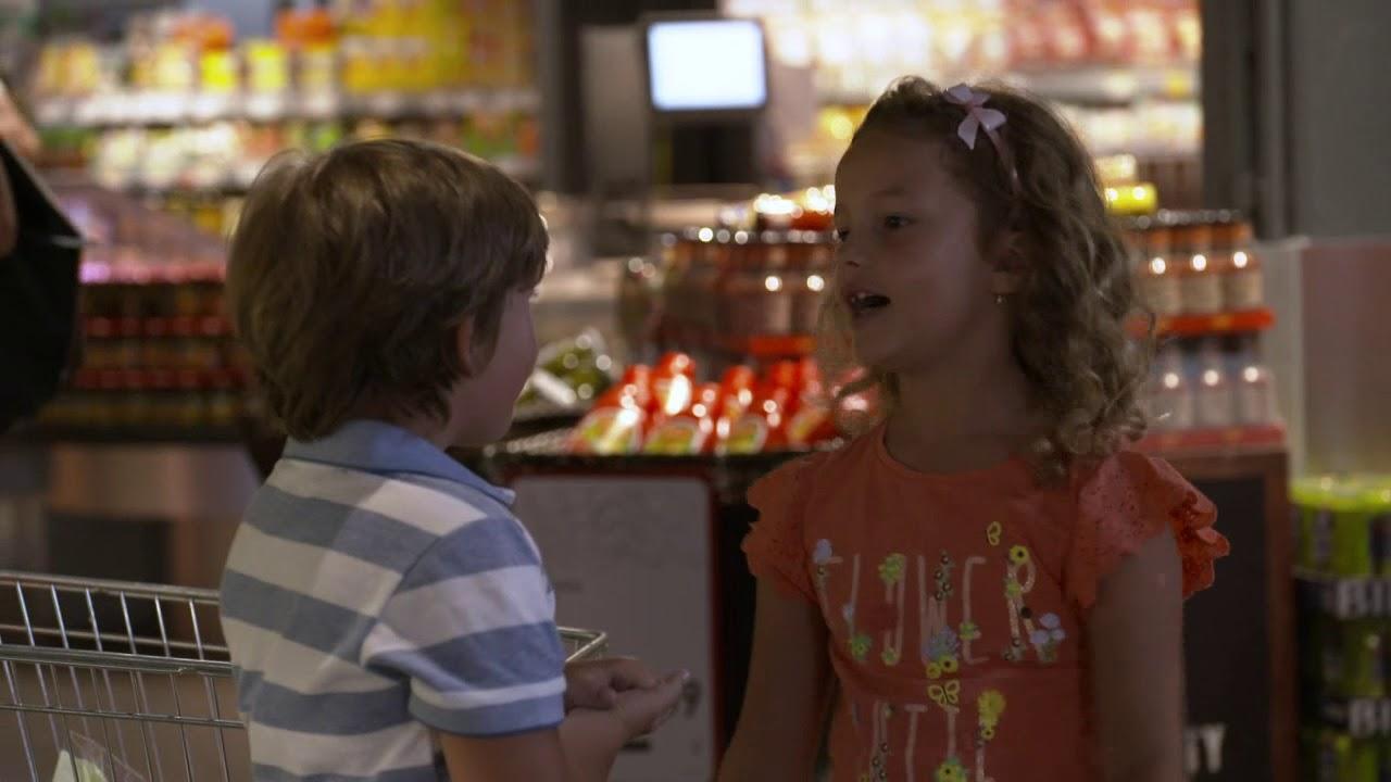 OTECKOVIA - Dráma v potravinách. Adam deti neustrážil