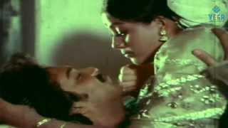 Ippadithan Irrukavenum Pombalay Movie : Vijayasanthi Romantic scene after marriage