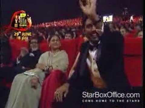 Aishwarya too cosy with Abhishek