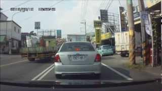 2013 08 19 南投市東閔路和省府路口車禍(中油出口對面)