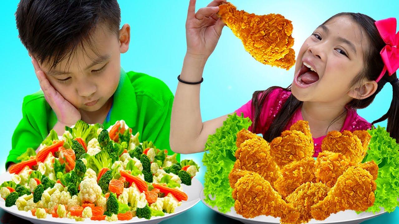 Emma y Jannie Comen, Cocinan, Learn Healthy Snacks y Pollo Frito | Comiditas de Juguetes para Niños
