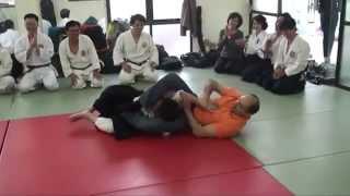 Мастер айкидо не на того напал(Мастер айкидо решил показать свое мастерство, но не на того напал., 2013-04-11T20:13:03.000Z)
