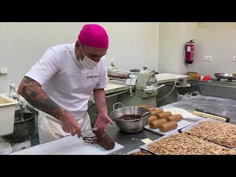 VÍDEO Elaborando el turrón Mabal en Cangas de Onís