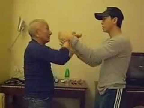Yip Man's Son Teaching Donnie Yen Wing Chun 葉準師傅傳授甄子丹詠春黐手 ...Yip Man Son