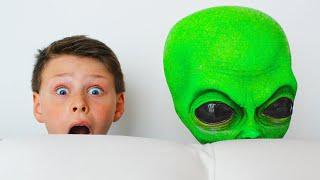 외계인이 우리집에 나타났어요!! Adriana pretend play with green friends | Funny Toys Stories for Kids